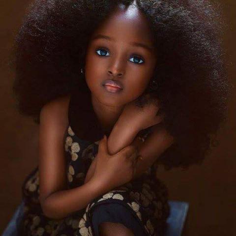 أول طفلة من أصول إفرقية تنتخب أجمل فتاة في العالم