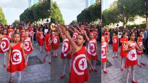 غير بعيد عن مكان العملية الانتحارية..أطفال يرتدون العلم التونسي و يرقصون متحدّين الارهاب