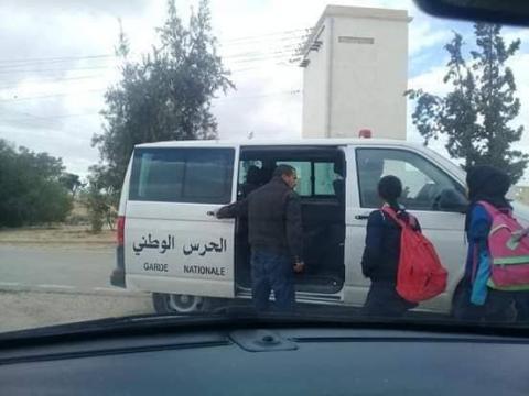 رمادة: نقل التلاميذ على متن سيارات الأمن بعد إضراب أعوان النقل