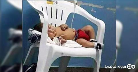 رضيع مريض يتلقى الإسعافات على كرسي بلاستيكي: المدير الجهوي للصحة بزغوان يوضّح
