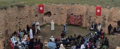 سيدي بوزيد : تلاميذ يحولون فسقية تاريخية مهملة إلى مسرح