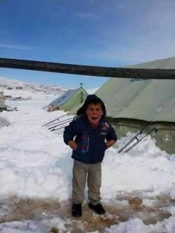 استغاثة  طفل من مخيمات سوريا..