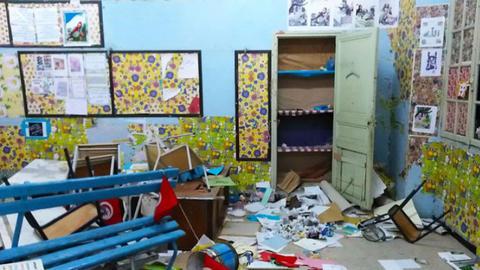 تلميذ الـ12 عاما يتزعّم جريمة تخريب مدرسة بالمكنين!