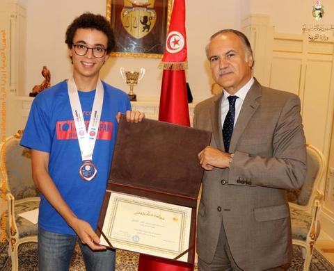 نادر الجمل تلميذ تونسي يفوز بالميدالية البرنزية في الأولمبياد العالمي للبرمجة  في اليابان