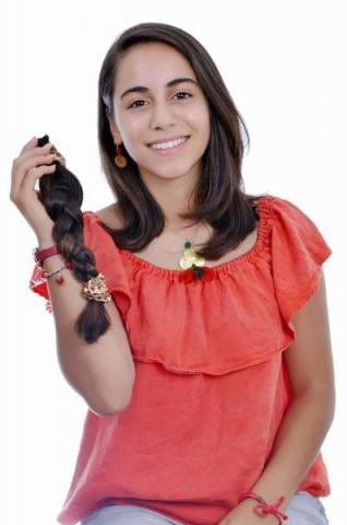 ياسمين الشنّاوي معدّة و مقدّمة برنامج أطفال قصّت شعرها تضامنا مع أطفال مرضى السرطان