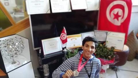 """تلميذ تونسي يحصد الجائزة الأولى عالميا في الأمن المعلوماتي ..وينضم إلى فريق عمل """"فايسبوك"""""""