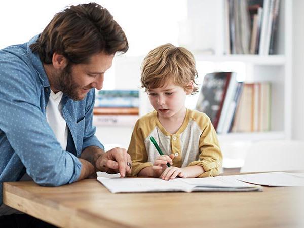 لمذا عليك ترك مذاكرة الرياضيات لوالد أطفالك؟
