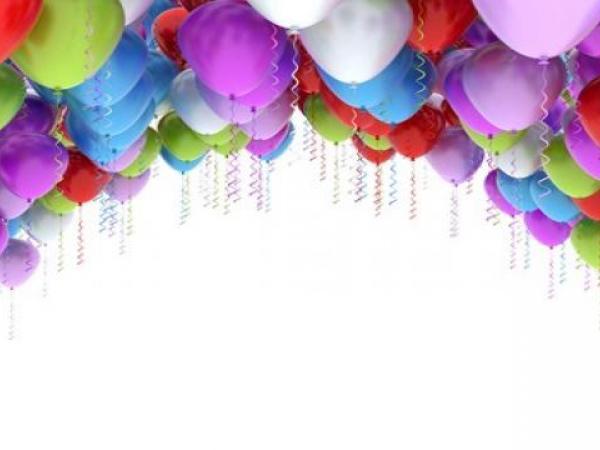 4 طرق للصق بالونات السقف دون هيليوم في الحفلات