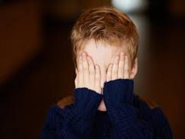 نصائح تربوية للتغلب على مشكلة الخجل عند طفلك