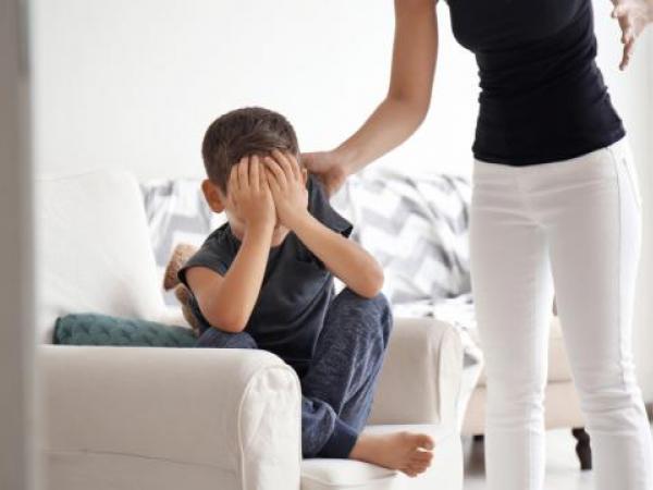 تأثير العقاب على نفسية الطفل