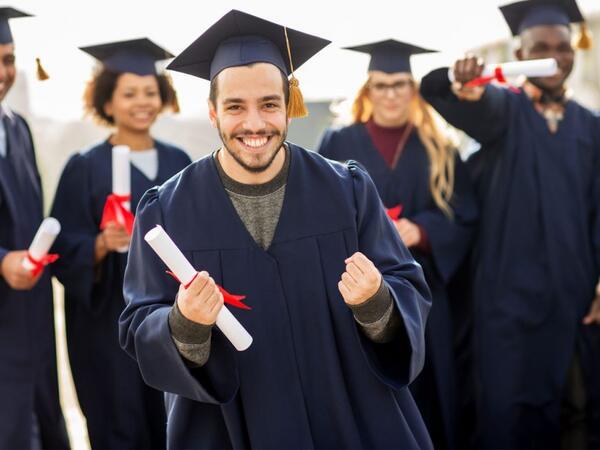 نحو الترفيع في منح الطلبة التونسيين للدراسة بجامعات أوروبية